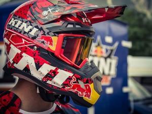 Kini Red Bull Revolution Helm Set 1